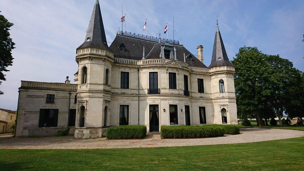 En face de Château Palmer